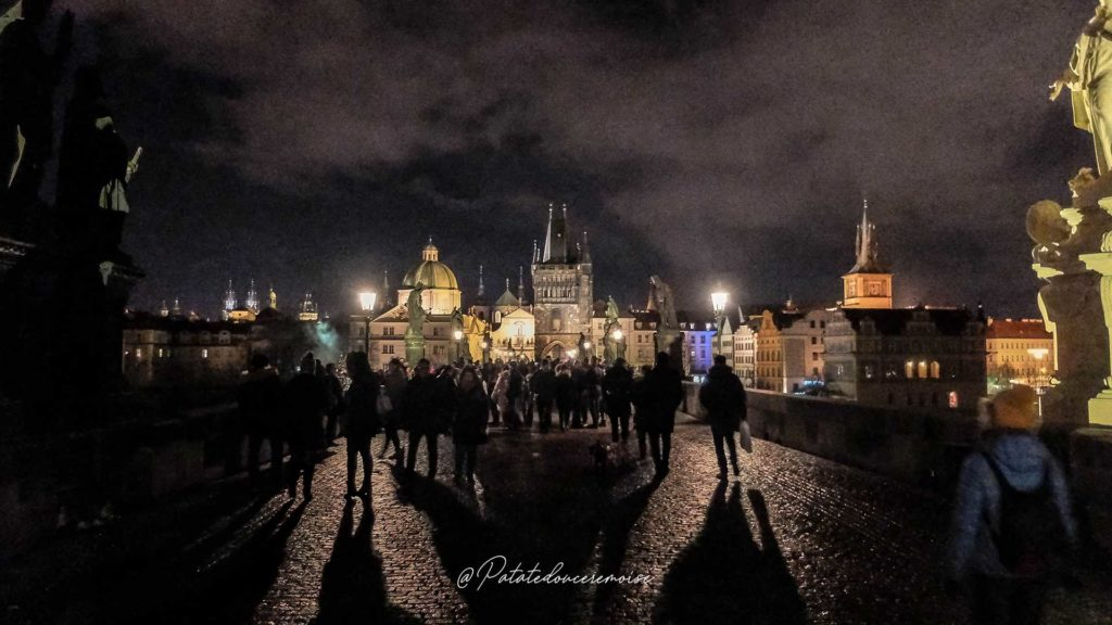 pont charles de nuit prague